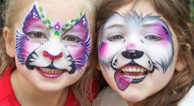 dzieci z pomalowanymi twarzami